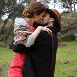 Paula Cancio se besa apasionadamente en 'El secreto de Puente Viejo'