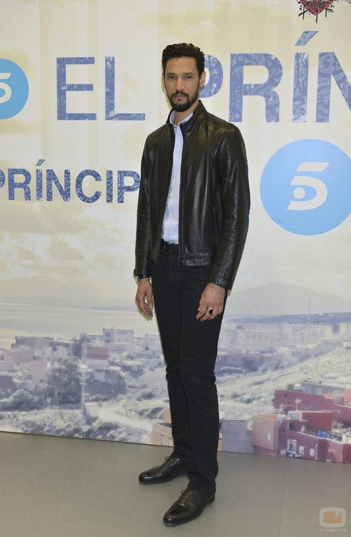 Stany Coppet posa durante la presentación de la segunda temporada de 'El príncipe'