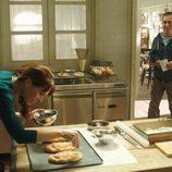 Begoña Maestre preprara pan ante la mirada de El Langui en 'Chiringuito de Pepe'