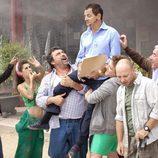 Los campistas aúpan a José Luis en 'Con el culo al aire'