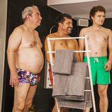 Paulino, Javi, Tino y Chus en las duchas en 'Con el culo al aire'