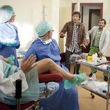Ángel y Jorge en el hospital en 'Con el culo al aire'