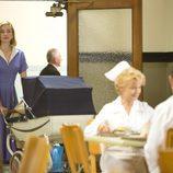 Libby Masters en la cafetería del hospital de 'Masters of Sex'