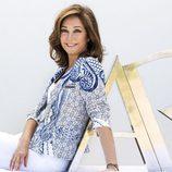 Ana Rosa Quintana posa con el logo de 'AR'