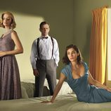 Caitlin Fitzgerald, Michael Sheen y Lizzy Caplan en una imagen promocional de 'Masters of Sex'