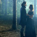 Ichabod Crane y Katrina Crane en el bosque
