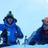 Jesús Calleja escalando una montaña