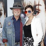 Russ Tamblyn junto a su hija en la presentación de