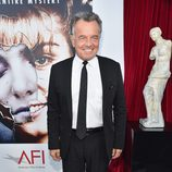 "Ray Wise posa en la presentación de ""Twin peaks: The Entire Mystery"""