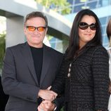 Robin Williams junto a Marsha Garces