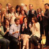 Los actores de 'Downton Abbey' se toman con humor el gazapo de la botella