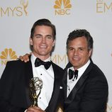 Matt Bomer y Mark Ruffalo con el Emmy 2014 de 'The Normal Heart'