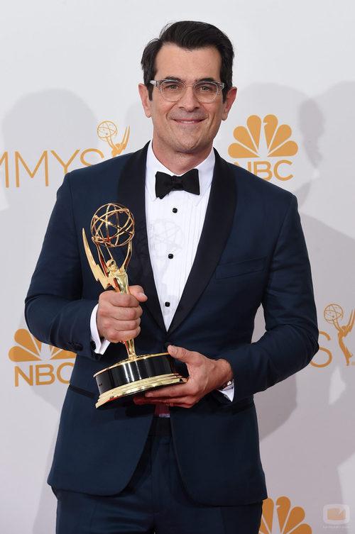 Ty Burrell ('Modern Family') con su Emmy 2014 al Mejor Actor Secundario de Comedia