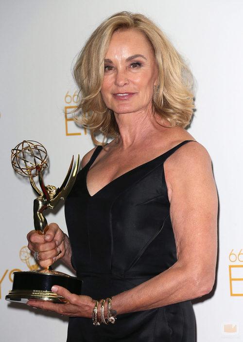 Jessica Lange posa con su Emmy 2014 a la Mejor actriz de miniserie