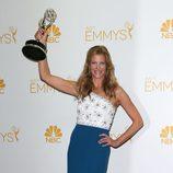 Anna Gunn posa con su Emmy 2014 a la Mejor actriz de reparto en drama
