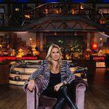 Carmen Porter posa sentada para la décima temporada de 'Cuarto milenio'