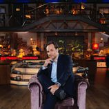 Iker Jiménez posa sentado en la décima temporada de 'Cuarto milenio'