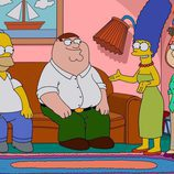 Marge y Homer Simpson con Peter y Lois Griffin