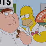 Peter Griffin y Homer Simpson comparten donuts