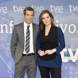 Oriol Nolis y Raquel Martínez en los Telediarios de TVE