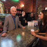Gunther también sirve café en el Central Perk de Nueva York