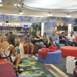 Los concursantes de 'Gran Hermano 15' reunidos en el salón