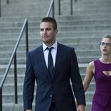 Stephen Amell y Emily Bett Rickards en 'Arrow'