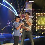 David Bustamante y Aaron cantan juntos en 'Pequeños gigantes'