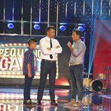David Bustamante junto a Aaron y Jesús Vázquez en 'Pequeños gigantes'
