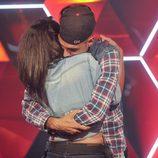 Lucía y Omar se abrazan en la gala 7 de 'GH 15'