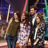 Peter Vives y Paula Echevarría se fotografían con sus fans en 'El hormiguero'