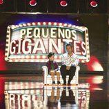 Jesús Vázquez con el mejor talento de la noche en 'Pequeños Gigantes'