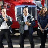 Seamus Dever, Jon Huertas y Stana Katic en la séptima temporada de Castle