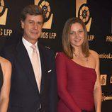 Cayetano Martínez de Irujo y su novia Melani Costa en los Premios LFP 2014