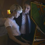Lee Pace es Joe MacMillan y Mackenzie Davis es Cameron Howe en 'Halt and Catch Fire'