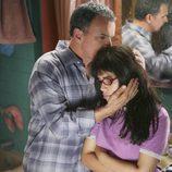 Tony Plaza y America Ferrera en el capítulo 'Reina por un día' de la serie 'Ugly Betty'