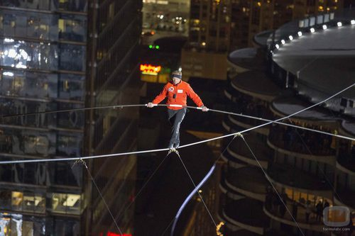 Nik Wallenda cruzando el cielo de Chicago sobre un alambre