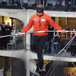Nik Wallenda cruzando el cielo de Chicago con los ojos vendados