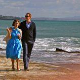 Fernando Gil y Cristina Brondo pasean por la playa en 'El rey'