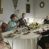 Sofía y Juan Carlos comen con Franco en 'El rey'