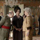 Franco saluda a la Familia Real en 'El rey'