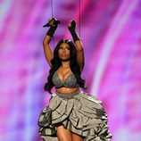 Nicki Minaj, por los aires, en los MTV EMA 2014