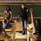 Beckett y Richard visitan un colegio en 'Castle'