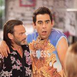 Fermín Trujillo y Amador Rivas se abrazan en la octava temporada de 'La que se avecina'