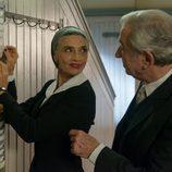 Ángela Molina y José Sacristán se miran en 'Velvet'