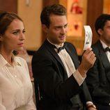 Ana y Carlos van a una subasta en 'Velvet'