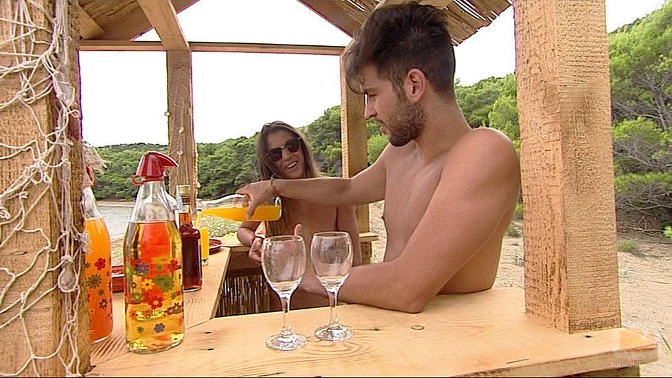 Iván y Sara toman un cóctel en 'Adán y Eva'