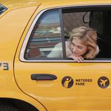 Analeigh Tipton en un taxi en 'Manhattan Love Story'