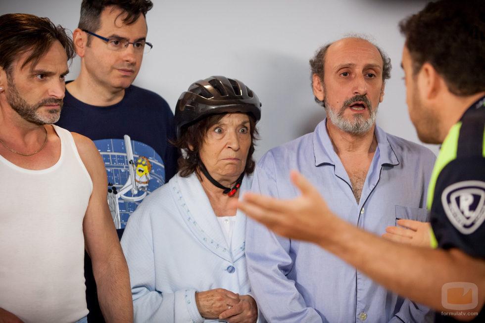 La policía visita a los vecinos de Montepinar en el capítulo 100 de 'La que se avecina'