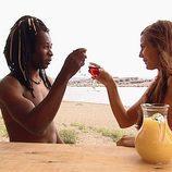Coman y Esther brindan en 'Adán y Eva'